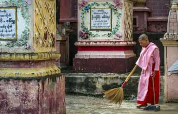 Young Female Novice Monk Sweeps The Temple