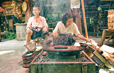 Two Lanna family women Prepare Food