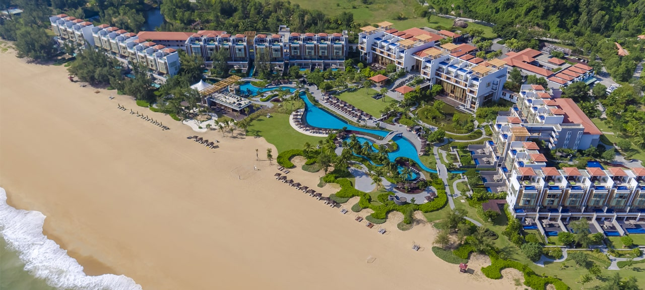 Award-winning Angsana Lăng Cô commands an unrivalled beach front, framed by the azure-blue waters of the East Sea and forested Truong Son mountains